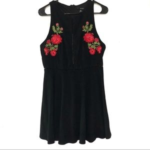 Forever 21 Floral Embroidered Lace Trim Sleeveless